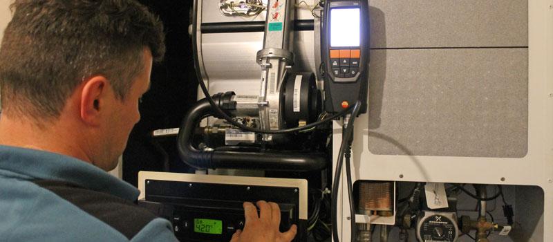 Service en onderhoud van uw duurzame energie installatie, centrale verwarming of airconditioning.