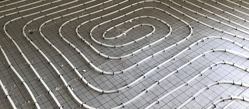 We monteren vloerverwarming voortaan op tackerplaten: efficiënt en comfortabel.